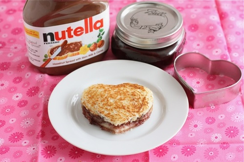 http://data.whicdn.com/images/8549908/nutella-raspberry-sandwich_large.jpg?1302041465
