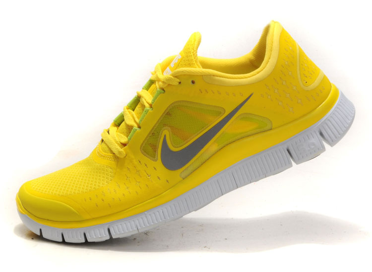 yellow nike shoes 833712