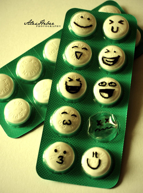 Happy_pills_by_kehbee_large