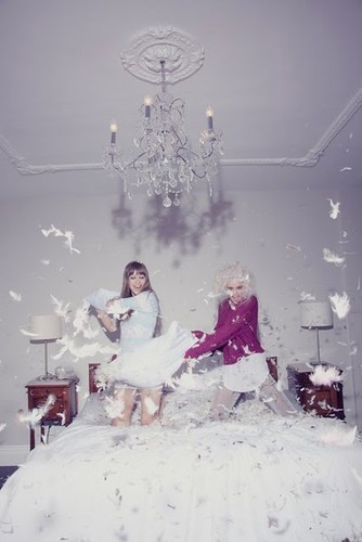 Pillow,fight,feathers,cute,fashion,fun,girl-73ef00b161ac88ea07427aee7fb8967c_h_large