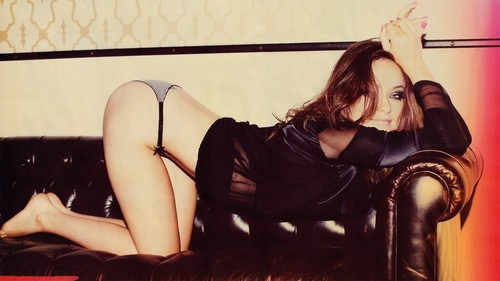 Olivia-wilde-on-leather-couch-1024x576_large