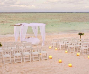 cute beach wedding loveit