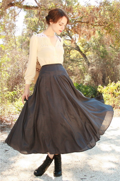 http://data.whicdn.com/images/9191372/ivory-vintage-blouse-black-httpstoresebaycomtwitchvintage-skirt-maroon-thrif_400_large.jpg?1303814234