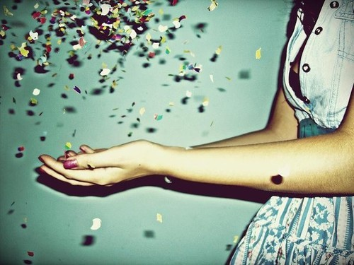 Throwing,away,everything,bad,confetti,hope,girl,hands,pretty-1a03c12f6ac01d876d40c73d3ec7f9d4_h_large