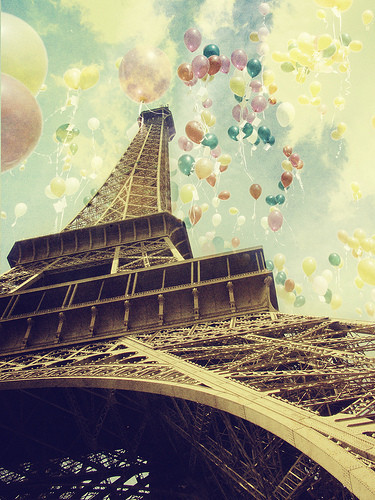 Balloons,clouds,colors,eiffel,tower,france,paris-c0b99025f9e6292c20667e3331ca942e_h_large