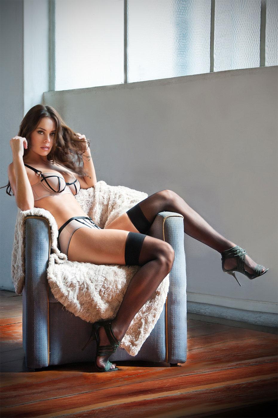 francine nude in high heels