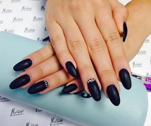 nails#black#stiletto