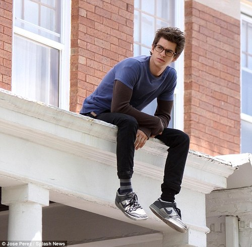 Andrew Garfield re-boots Peter Parker on the set of Spider-Man in New York | Mail Online