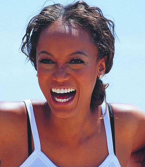 11084625-tyra-banks-at-the-2000-cannes-film-festival_large