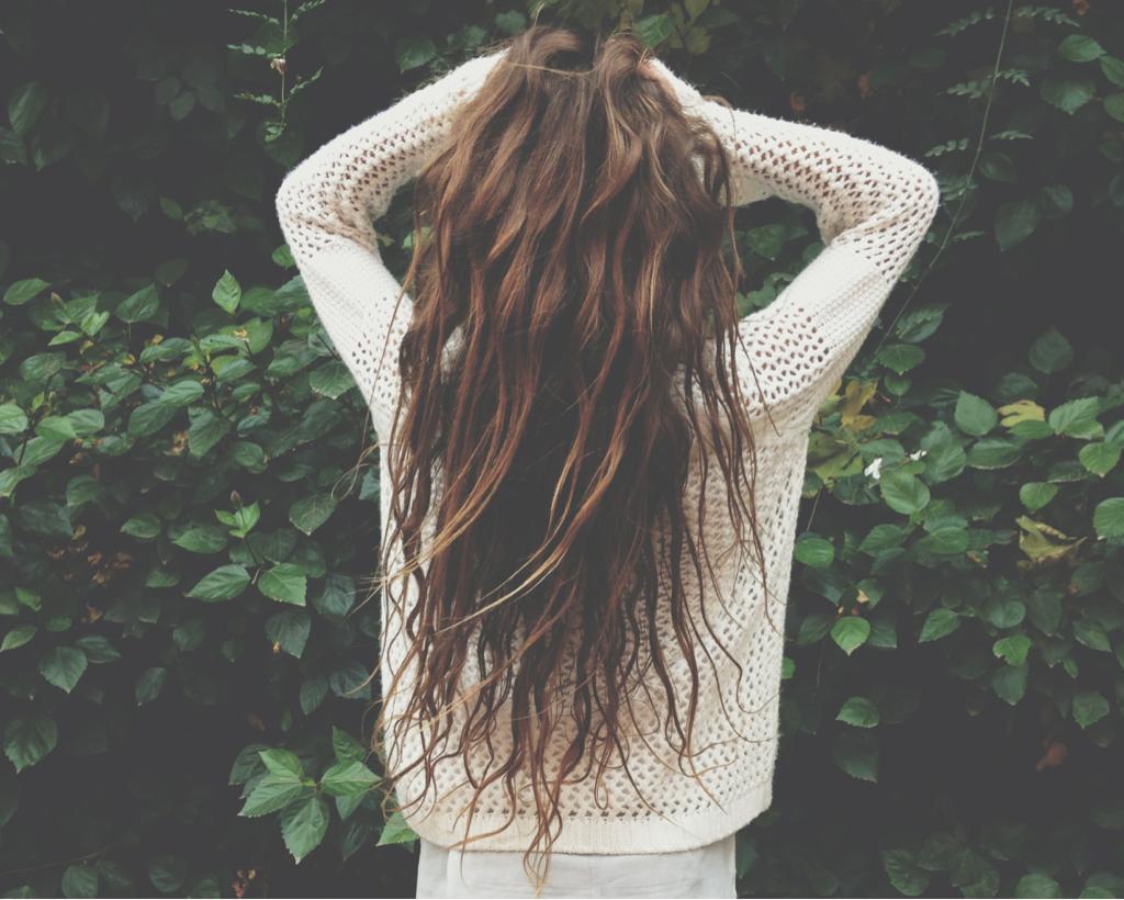 Девушки длинные волосы без лица фото на аву