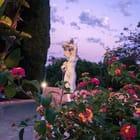 rosestatue