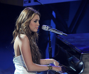 miley cyrus, miley, and piano image