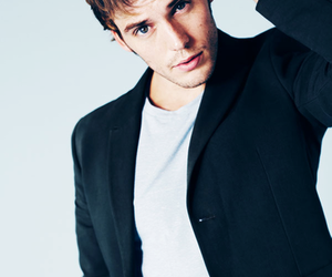 sam claflin, finnick odair, and boy image