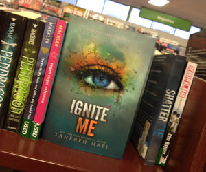 books, teen, and shatter me image