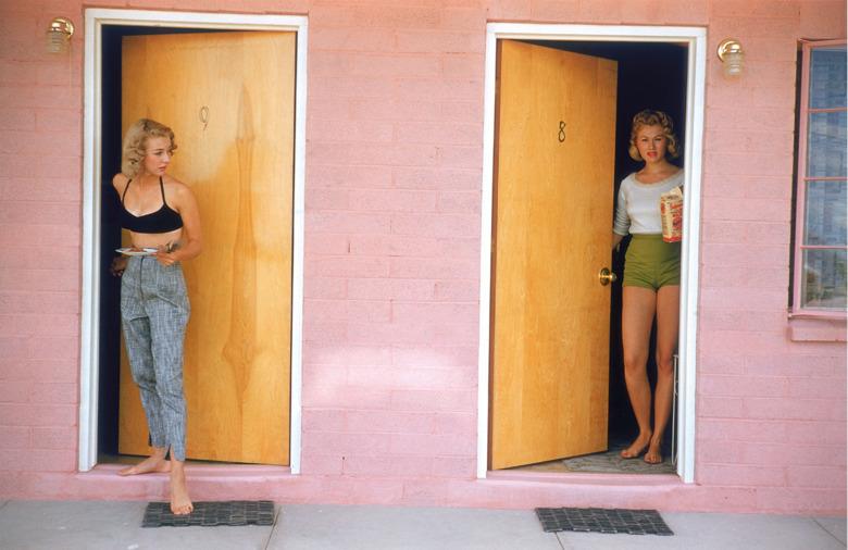 i-donline Open the door to Elliot Erwitt\u0027s world of Kolor.... - evil satisfaction. & i-donline: Open the door to Elliot Erwitt\u0027s world of Kolor ...