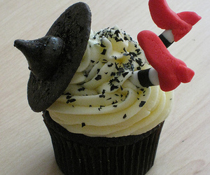 cupcake, witch, and Halloween image
