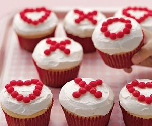 cupcake, food, and Valentine's Day image