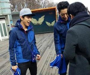jung yonghwa, lee jungshin, and cnblue image