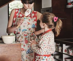 apron, cath kidston, and cooking image