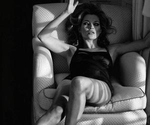 black and white, blackandwhite, and heels image