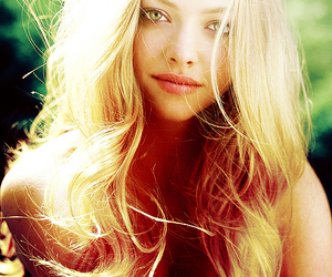 amanda seyfried and blonde image