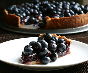 blueberries and blueberry pie image