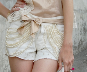 fashion, shorts, and pearls image