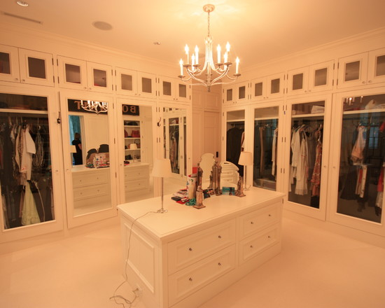 Adroable The Dodge Mansion Finished In Modern Interior Design With White Colos Scheme Of Walk Closet Idea