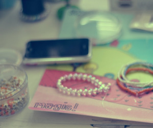 accesories and phone image