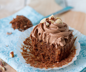 buttercream, chocolate, and cupcakes image