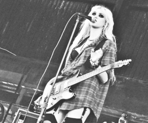 the pretty reckless, band, and Taylor Momsen image