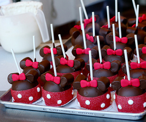 food, chocolate, and minnie image