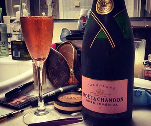 drink, moet, and champagne image