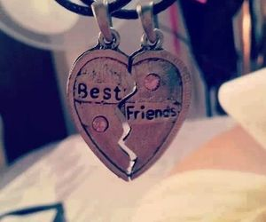 best friends and necklace image