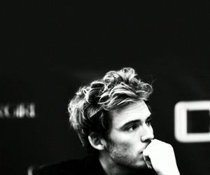 sam claflin, the hunger games, and catching fire image