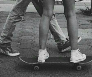 black and white, skate, and parejas image