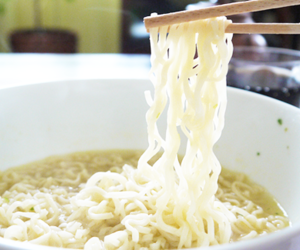noodles and food image
