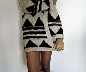 sweter and triangle image