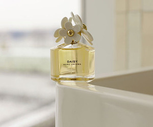 marc jacobs and daisy image