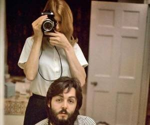 Paul McCartney, baby, and linda mccartney image