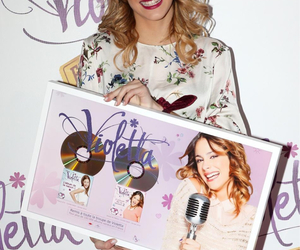 Image by Tini Stoessel