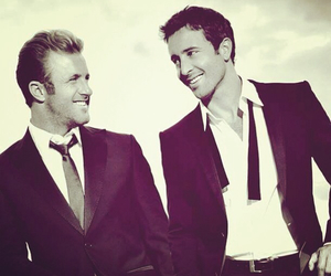 scott caan and alex o'loughlin image