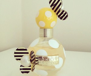 perfume, marc jacobs, and honey image