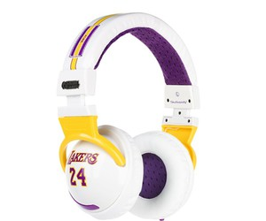 lakers and headphones image
