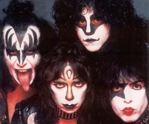 kiss and kiss band image