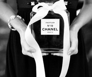 black, fashion, and parfume image