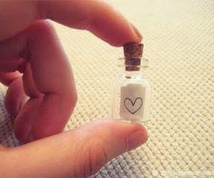 amor, corazon, and botellita image
