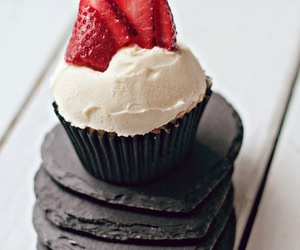 pretty food cupcake