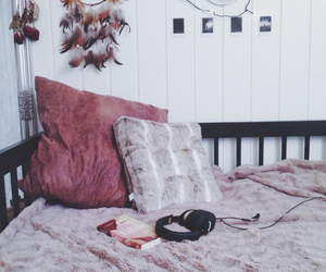 bed, Dream, and dreamcatcher image