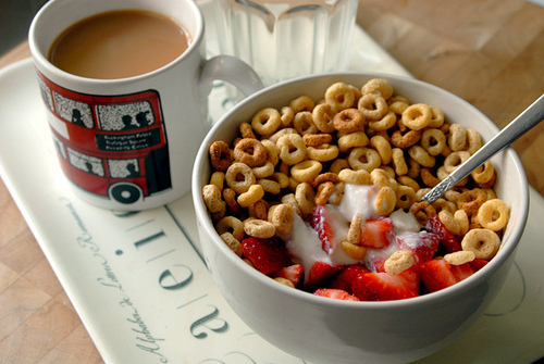 breakfast, strawberry, and cereal image